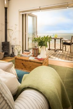 Seaglass luxury beach hut
