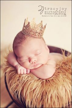 i need to remind myself to get a picture taken like this of my lil prince charming :) Baby Boy Photos, Newborn Pictures, Baby Pictures, Prince Photography, Newborn Baby Photography, Foto 3d, Newborn Crown, Newborn Photo Outfits, Baby Girl Shower Themes