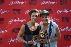 Austin with a fan yesterday !☺️