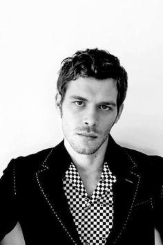 Joseph Morgan is sooooo beautifully gorgeous!! I love him as Klaus ❤️❤️❤️ in The vampire Diaries.