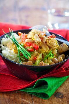 Broileri-maapähkinäwokki | K-Ruoka #aasia