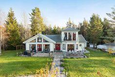 панорамные окна в доме в скандинавском стиле