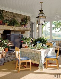 Sunroom and breakfast nook