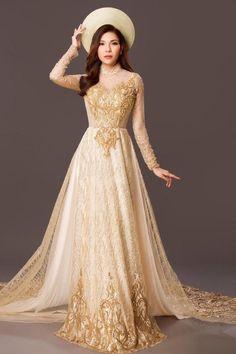 Ao Dai Wedding, Gold Wedding Gowns, Luxury Wedding, Wedding Dresses, Vietnamese Wedding Dress, Vietnamese Dress, Lace Ao Dai, Prom Dresses, Formal Dresses