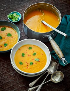 Thai Butternut Squash Soup Recipe Looking for a flavoursome yet easy soup recipe? Try our punchy thai red curry with butternut squash. Check the ingredients of the thai red curry paste, as some brands contain dried shrimp Easy Soup Recipes, Curry Recipes, Vegan Recipes, Cooking Recipes, Vegan Ideas, Coconut Soup Recipes, Thai Recipes, Thai Butternut Squash Soup, Asian