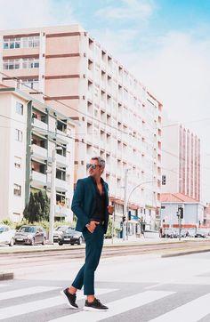 Gentleman by day! @guga_blog . . #eurekashoes #eurekalovers #madeinportugal #handmadeinportugal #handmadeshoes #instadaily #shoelover #shoeaddicts #shoegram #instafashion #picoftheday #fashionisfun #lifestyle #stylegoals #locallymade #localhandmade #sneakers #manstyle #black #gentleman