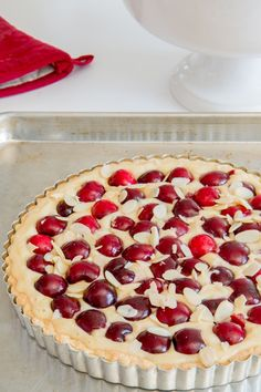 This cherry almond tart is AMAZING! It's got a solid crust and a mild almond flavoured filling to balance out the sweet summer cherries perfectly. Cherry Desserts, Cherry Recipes, Just Desserts, Delicious Desserts, Cherry Ideas, Easy Tart Recipes, Sweet Recipes, Bar Recipes, Cherry Tart