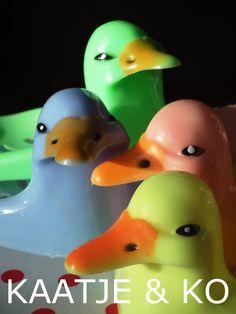 Duckface............. ;) retro zeepbakjes in 4 frisse kleuren www.kaatje-en-ko.com