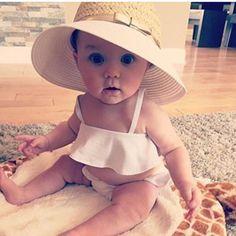 Tessa) look at my baby girl Baby Kind, My Baby Girl, Baby Love, Pretty Baby, Beautiful Children, Beautiful Babies, Beautiful Eyes, Baby Girl Fashion, Kids Fashion
