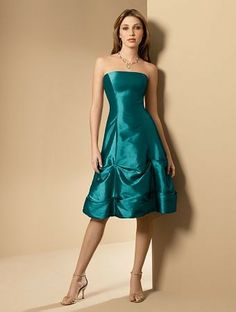 This would be such a fantastic bridesmaid dress to go with the peacock theme!