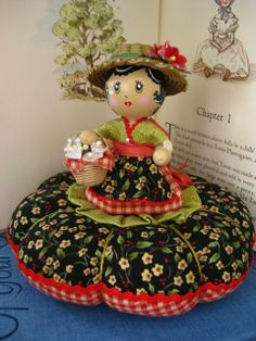 I ❤ pincushions . Doll Pincushion ~By Natalie Jo, piccalilli days Sewing Box, Love Sewing, Sewing Notions, Sewing Kits, Club Couture, Sewing Crafts, Sewing Projects, Art Carte, Clothespin Dolls