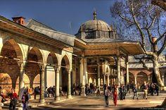 昔日只有蘇丹貴族出入的托普卡匹皇宮Topkapı sarayı,現在讓每日川流不息的遊客佔領。 ©Cemil Arıcı