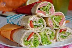 Piadine arrotolate farcite, un piatto leggero, pratico e saporito, da farcire secondo i propri gusti e la propria fantasia. Versione vegetariana e calda.