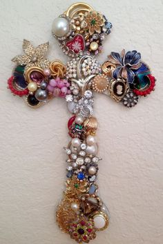 Vintage Jewelry Crafts Handcrafted vintage jeweled wall cross by Idratherbeshelling - Costume Jewelry Crafts, Vintage Jewelry Crafts, Recycled Jewelry, Vintage Costume Jewelry, Antique Jewelry, Antique Gold, Cross Jewelry, Jewelry Art, Gold Jewellery