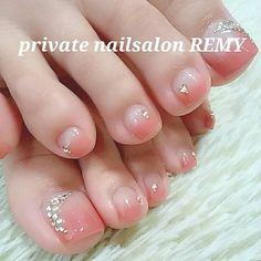 大人のキレイめなフットネイル #春 #オールシーズン #パーティー #デート #フット #グラデーション #ビジュー #ピンク #ジェルネイル #お客様 #private nailsalon REMY #ネイルブック Pretty Toe Nails, Cute Toe Nails, Pretty Nail Art, Cute Nail Art, Gorgeous Nails, Love Nails, Pedicure Nail Designs, Toe Nail Designs, Pedicure Nails
