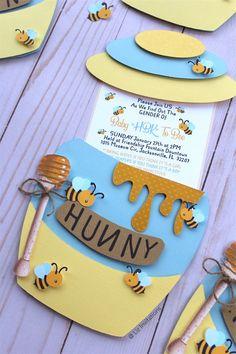 12 cts/ Bee & Honey tema Jar invitaciones para Baby Shower image 6 12 cts / Bee & Honey theme Jar invitations for Baby Shower image 6 Baby Shower Parties, Baby Shower Themes, Baby Boy Shower, Baby Shower Decorations, Baby Shower Gifts, Baby Showers, Shower Ideas, Etsy Gender Reveal, Baby Shower Gender Reveal