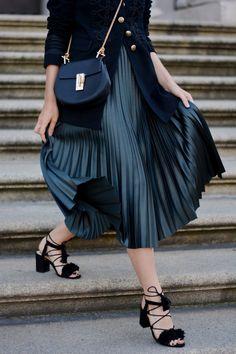 offwhiteswan-plissee-skirt-chloe-drew-bag-black-zara-laceup-sandals