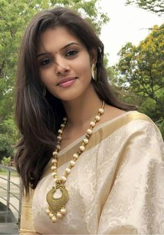 Beauty Full Girl, Cute Beauty, Dark Beauty, Beauty Women, Natural Beauty, Beautiful Girl In India, Beautiful Saree, Beautiful Girl Image, Gorgeous Women