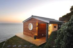 'The Edge' luxury beach hut Whitsand Bay, Cornwall. An eco-friendly luxury Cornish beach hut with stunning coastal vistas - AND a tiny house Small Beach Cottages, Cottages By The Sea, Cabins And Cottages, Small Cabins, Log Cabins, Tiny House Swoon, Tiny House Living, Tiny Beach House, Living Room