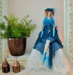 poupée tissu d'inspiration tilda la Dame Bleue, satin, mousseline et voile : Accessoires de maison par dame-brigitte
