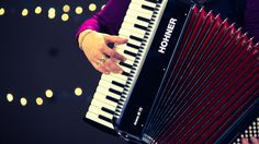 Best Way To Learn Piano – Learn To Play Piano – The Complete Beginners Guide Piano Lessons For Beginners, Accordion Music, Good Music, Music Instruments, Play, Learning, Musical Instruments, Studying, Teaching