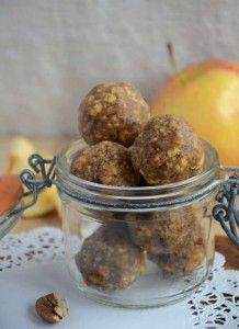 Easy as Apple Pie No-Bake Energy Balls #veganrecipes #glutenfreerecipes #healthysnacks