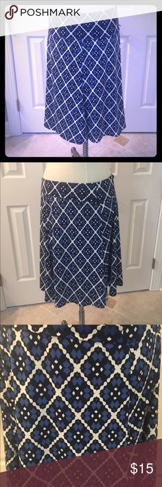 Flirty Blue Geometric Max Studio Print Skirt Large Comfy and flattering. Size Large. Preowned and clean. Check out my closet to save on bundles. Max Studio Skirts