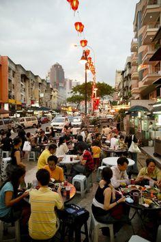 Get your fill on Malaysian street food in Jalan Alor, Kuala Lumpur. | https://www.airasia.com