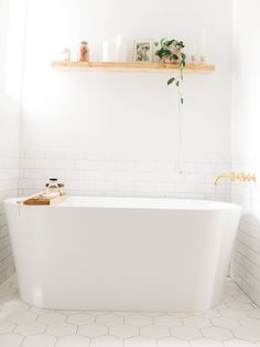 Vintage Details Meet Modern Design Inside Kristin Johns' Home Tour Bathroom Inspo, Bathroom Inspiration, Bathroom Ideas, Bathroom Goals, Bathroom Layout, Interior Inspiration, Design Inspiration, Minimalist Bathroom, Modern Bathroom