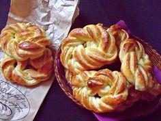 Covrigi polonezi ~ Bucate, vorbe şi arome Romanian Food, I Foods, Apple Pie, Cookies, Desserts, Pretzel Bun, Crack Crackers, Postres, Biscuits