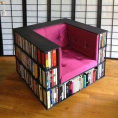 Кресло-библиотека для настоящих любителей увлекательного чтения.