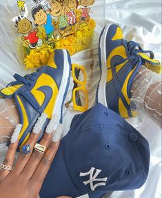 Jordan Shoes Girls, Girls Shoes, Sneakers Fashion, Fashion Shoes, Swag Girl Style, Fresh Shoes, Hype Shoes, Everyday Shoes, Cute Swag Outfits