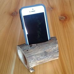 iPhone 4/4S/5 Acoustic Amplifier Speaker Real Cedar Wood Phone Holder. This is an acoustic amplifier and will amplify the sound of the iPhone's speakers by double. It works by simple physics to provide that extra boost of volume when you want it! No batteries! Eco-friendly tech at its best