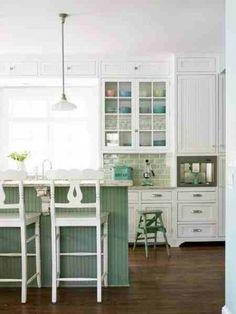 BEGINNEN: Neem je keukenkastjes af met een sopje, zodat vet sporen ...