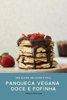 Panqueca Vegana Doce estilo Americana This Sweet Vegan Pancake is very tasty and fluffy, just like the traditional American pancakes. It's delicious for breakfast, brunch or a snack. In addition to vegan, they are also gluten free and healthy. Veggie Recipes, Low Carb Recipes, Sweet Recipes, Vegetarian Recipes, I Love Food, Good Food, Brunch, Vegan Candies, Happy Foods