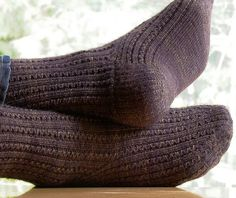 stunning socks - free pattern <--- love that smooth line flowing along the instep and around the ankle.