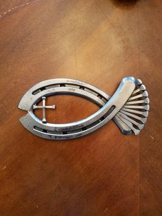 Modern Diy Horseshoe Projects That Will Add Charm To Your Home Decor 28 – 2019 - Metal Diy Horseshoe Projects, Horseshoe Crafts, Horseshoe Art, Metal Projects, Welding Projects, Metal Crafts, Art Projects, Welding Ideas, Welding Crafts