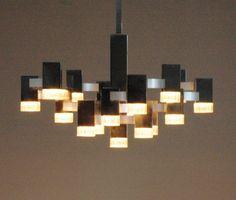Perfect Gaetano Sciolari Cubic chandelier pendant door ICONICLIGHTS, €1875.00