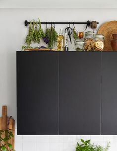 IKEA Deutschland | IKEA Bietet Jede Menge Möglichkeiten Zum Trocknen Deiner  Kräuter über Dem Küchenschrank,