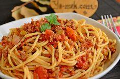 Bolonez Soslu Spagetti nasıl yapılır? Kolayca yapacağınız Bolonez Soslu Spagetti tarifini adım adım RESİMLİ olarak anlattık. Eminiz ki Bolonez Soslu Spagetti ta