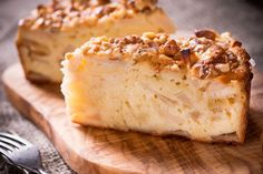 La torta di mele senza latte, burro e uova è una ricetta per realizzare una torta di mele in versione vegan, perfetto per chi segue una dieta priva di proteine animali.