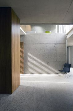 single-family-house-minimalist-with-concrete-wall-12 - Easy Decor