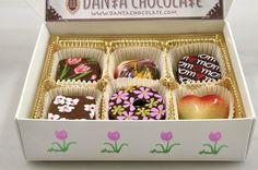 Cajita con 6 bombones, decorada en tema de tulipanes.  Q80.  #Danta #Chocolate Tel. 2363-0100