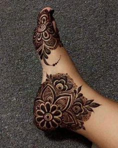 Henna Designs Feet, Latest Henna Designs, Simple Arabic Mehndi Designs, Indian Mehndi Designs, Legs Mehndi Design, Stylish Mehndi Designs, Mehndi Design Pictures, Mehndi Designs For Beginners, Wedding Mehndi Designs