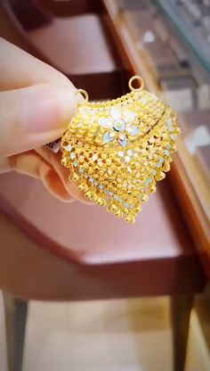 Pearl necklace,pearl earrings,pearl rings and silver jewelry online Gold Bangles Design, Gold Earrings Designs, Gold Jewellery Design, Gold Chain Design, Handmade Jewellery, Gold Mangalsutra Designs, Diamond Mangalsutra, Dubai Gold Jewelry, Gold Jewelry Simple