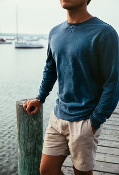 We are excited to introduce our Anchorknit Coastal Crewneck to the World of sailors, ocean dwellers and sea lovers. Made in America from garment-dyed cotton specially treated to look like your favorite sun faded sweatshirt, each one has a perfectly imperfect color and will softly fade over time to look better with every passing sailing season. Color: Navy Product Details: - 100% Cotton - Garment Dyed - Machine wash - Made in the USA