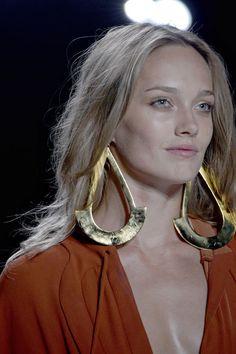 Diane von Furstenberg Spring/Summer 2013 New York Fashion Week Luxury Jewelry, Modern Jewelry, Jewelry Art, Jewelry Design, Gold Jewelry, New York Fashion, Fashion Week, Diva Fashion, Fashion Accessories