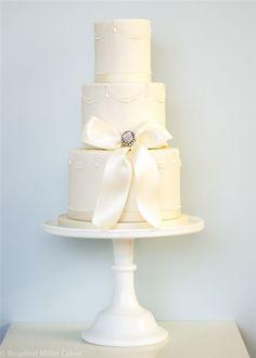 Rosalind Miller Elegant Wedding Cake / http://www.deerpearlflowers.com/22-elegant-wedding-cakes-with-beautiful-details/