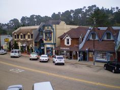 Cambria is a quaint seaside village between San Simeon and Morro Bay. It offers several boutique shops, restaurants, art galleries, a theatre and Moonstone Beach.