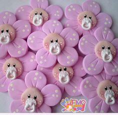 ideas for baby shower cake topper bebe Baby Cupcake, Fondant Baby, Fondant Cupcakes, Baby Shower Cupcakes, Shower Cakes, Baby Shower Gifts, Fondant Rose, Fondant Flowers, Fondant Animals